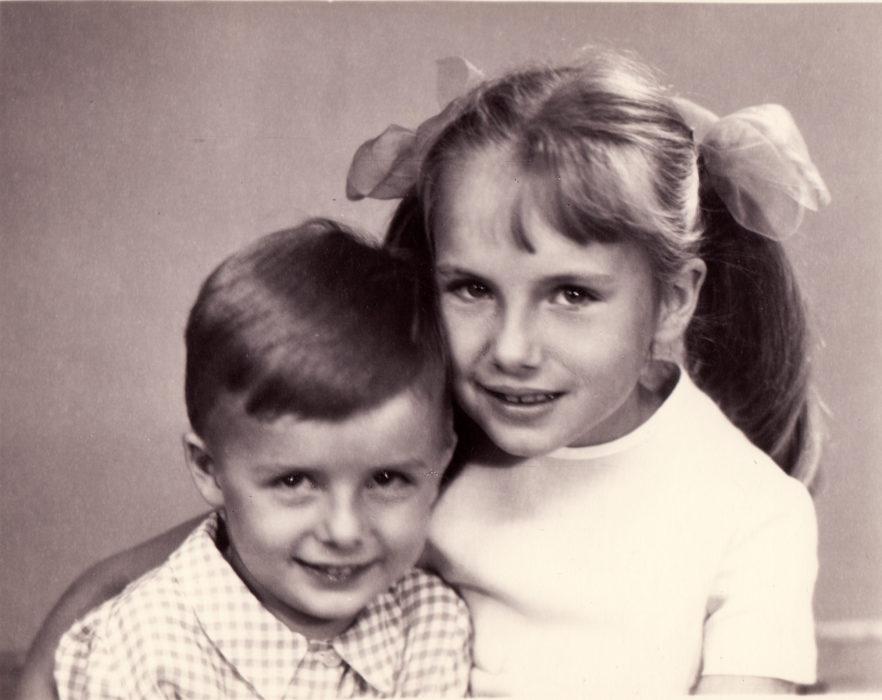 """ÕDE-VENDA: Endast neli aastat vanema õe Ly'ga sai Meelis hästi läbi. """"Õigemini nagu õed-vennad ikka,"""" täpsustab mees, lisades, et vahel tuli siiski ka teineteise kiusamist ette."""