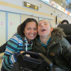 ESIMENE KOHTUMINE: Lennujaamas pärast ärevat ootamist on mõlema emotsioonid laes.