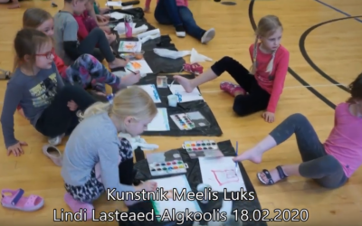 Meelis Luks õpetas Lindi lastele kuidas varvastega maalida. Veebruar 2020